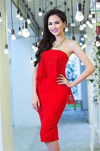 Ngay sau khi lên ngôi Hoa hậu, Diễm Hương dã bị tố là 'Hoa hậu học dốt' khi bảng điểm của cô bị phát tán với toàn điểm 0,5 - 1.