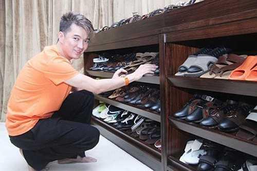 Không gian chứa đầy giày dép của Mr Đàm (Theo Zing).