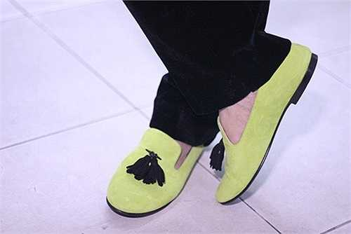 Đôi giày này có giá trị 6000 USD