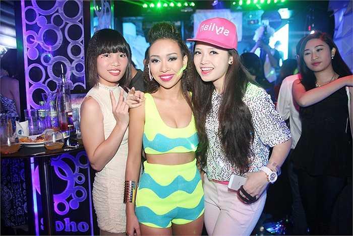 Thảo Trang là khách mời đặc biệt xuất hiện trong đêm tiệc lấy cảm hứng từ những vũ điệu disco sôi động.