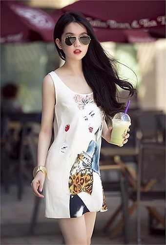 Người đẹp diện váy mát mẻ, xinh đẹp.