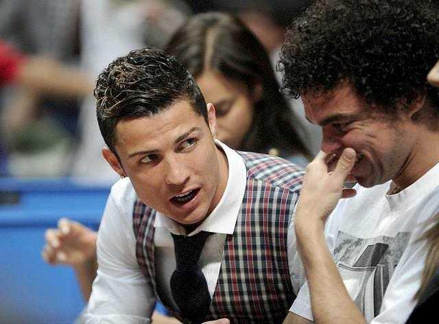 Pepe cũng có mặt ở sân đấu cùng Ronaldo