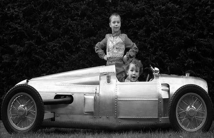 Có giá ngang siêu xe với mức 100.000 USD, mẫu xe cho trẻ em Auto Union Type A Grand Prix được chế tác năm 2009 theo đơn đặt hàng của một nhà sưu tập Châu Âu. Xe được chế tác theo tỷ lệ bằng 2/3 xe thật.