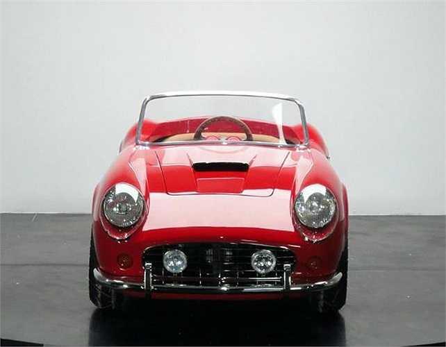 Với kiểu dáng như nguyên mẫu, phiên bản dành cho trẻ em của siêu xe Ferrari GT có giá tới  25.016 USD.