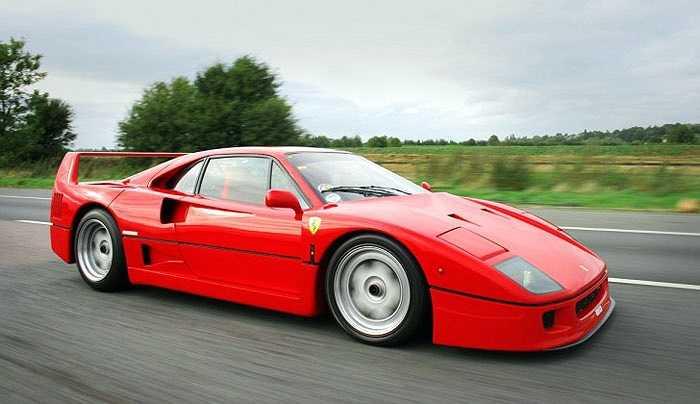Một siêu xe đồ chơi đình đám khác của Ferrari là F40 với giá khởi điểm ngang xe hạng sang dành cho người lớn, 25.000 USD. Dòng xe này đủ chỗ cho 2 trẻ em và ban đầu là quà tặng khuyến mại cho khách hàng tại Moscow. Sau đó, dòng xe này được bán rộng rãi và sử dụng động cơ Honda dung tích 80cc với tốc độ tối đa gần 100 km/h.