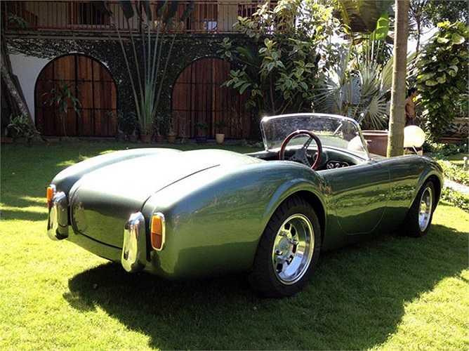 Cobra, dòng xe dành cho trẻ em do AC Cobra sản xuất là phiên bản nhí của dòng xe thể thao Shelby Cobra tại Mỹ. Mẫu xe này trình làng lần đầu từ năm 1962 tới nay. Xe có thể đạt tốc độ tối đa lên tới hơn 100km/h và được bán với giá từ 13.342 USD.