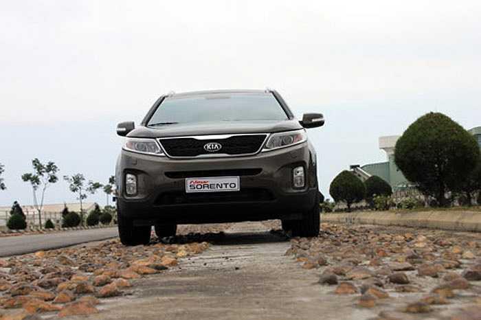 Mạnh tay chơi công nghệ và tăng khả năng vận hành, Kia New Sorento 2014 có lấn được thị phần của Toyota Fortuner tại Việt Nam?