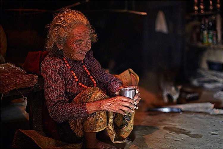 Người dân ở đây thường giữ lại một phần mật để dùng và món ngon nhất họ làm từ sản phẩm này là trà mật ong