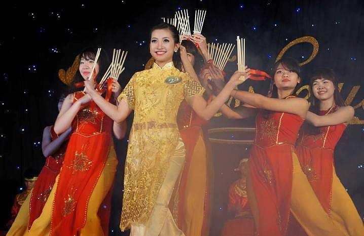 Thí sinh Nguyễn Mai Anh - SBD 24 với bài thi 'Múa đũa'