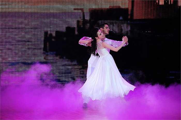 Tuy nhiên, kỹ năng khiêu vũ của Angela Phương Trinh không được đánh giá cao.