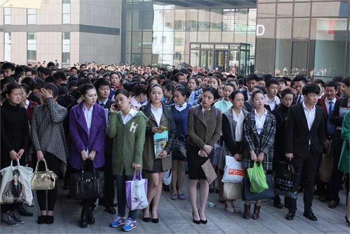 Kỳ tuyển dụng năm nay của hãng hàng không China United Airlines đã diễn ra tại Học viện Hàng không Dân sự Bắc Kinh hôm thứ 7 cuối tuần qua.