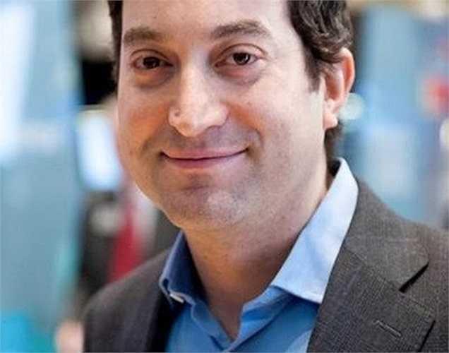 8. Jonathan Oringer Giá trị tài sản: 1,35 tỷ USD Tuổi: 39 Nghề nghiệp: Nhà sáng lập Shutterstock Vào năm 2013, giá cổ phiếu của Shutterstock, một dịch vụ hình ảnh chứng khoán, tăng vọt giúp Jonathan Oringer trở thành tỷ phú công nghệ mới của New York. Hiện tại, anh đang ở trong căn hộ cao cấp West Village, New York và di chuyển bằng trực thăng riêng.