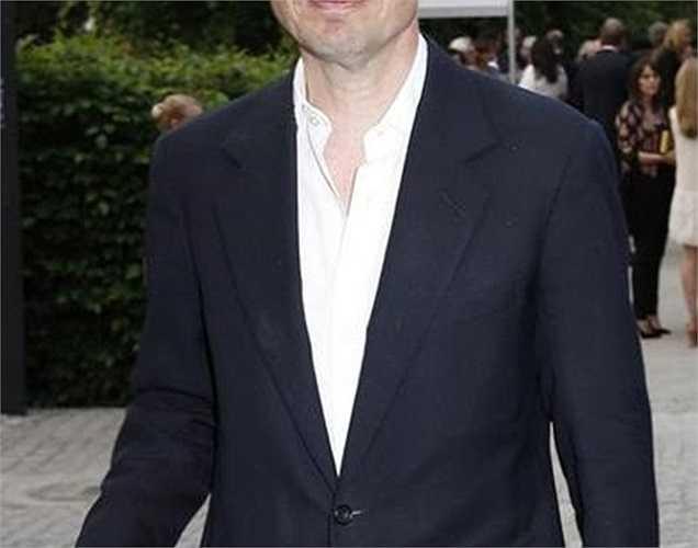 10. Nicolas Berggruen Giá trị tài sản: 2 tỷ USD Tuổi: 52 Nghề nghiệp: Nhà đầu tư tự do Là con trai của một trong những nhà sưu tầm nghệ thuật lớn nhất thế giới, bởi vậy khối tài sản của Nicolas Berhhruen phần lớn có được từ gia đình. Ngoài ra, ông cũng đầu tư vào bất động sản và cổ phiếu. Dù đã 52 tuổi, nhưng Nicolas vẫn độc thân, sở thích của ông là ngao du thế giới, nhiều người vui tính gọi ông là 'tỷ phú vô gia cư'.