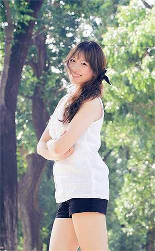 Những bộ ảnh Hari thực hiện nhận được nhiều lời khen, nhất là trong một bộ hình chụp cùng áo dài trắng Việt Nam. Trong một bài phỏng vấn, Hari Won rất thẳng thắn, cô nhấn mạnh: 'Anh Đạt (Tiến Đạt) biết tính tôi rất chung thủy và ngoan'.