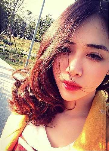 Hà Min xinh đẹp trong nắng.