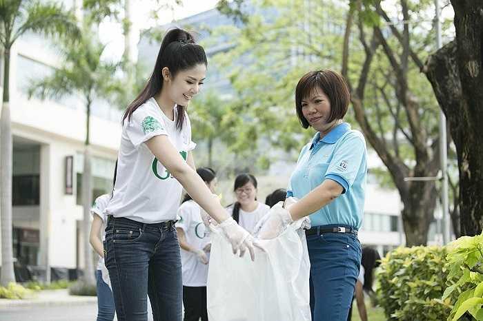 Ngắm Hoa hậu Việt Nam xinh đẹp trong những hoạt động vì cộng đồng.