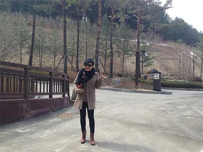 Nữ giám khảo cá tính vừa đáp chuyến bay sang Hàn Quốc cùng các thí sinh Ngôi sao Việt – Lotte VK Pop Super Star.