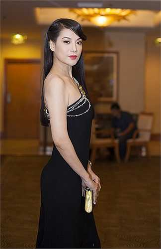 Trương Ngọc Ánh kiêu sa trong bộ đầm của Dior