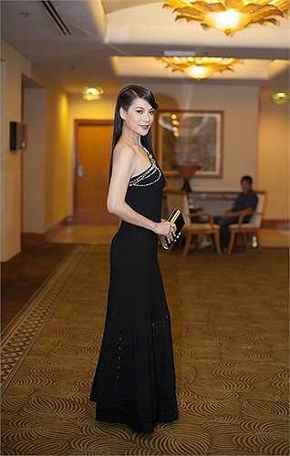 Nữ diễn viên vừa hoàn thành xong bộ phim điện ảnh 'Hương ga' đánh dấu sự trở lại của mình sau nhiều năm tạm nghỉ để tập trung việc kinh doanh. Hiện tại chị còn đảm nhận vai trò giám khảo cho cuộc thi Project Runway.