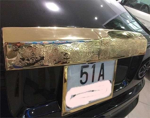 Để giữ được các chi tiết và bộ phận của xe được nguyên bản, các kỹ sư của Royal Gold đã thiết kế và độ mới một bộ cản trước của mũi xe và nắp capo sau.