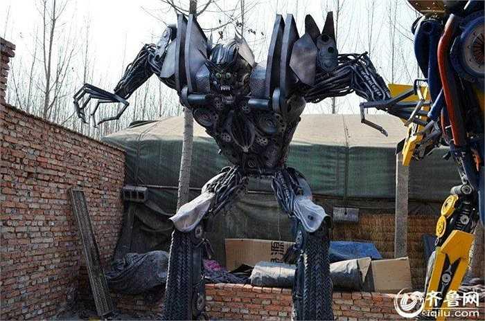 Những hình ảnh về dàn robot biến hình này được ghi lại tại một ngôi làng thuộc thành phố Tế Nam - tỉnh Sơn Đông (Trung Quốc).