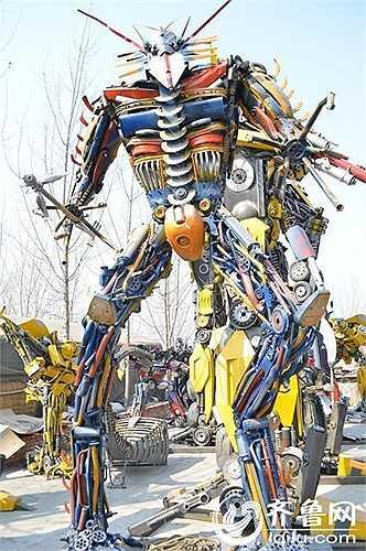 Goujun long, một thành viên trong nhóm, tiết lộ, phần lớn công việc đều dựa trên trí tưởng tượng và không thể sử dụng chung một phần nào đó để chế tạo robot vì chúng rất khác nhau.