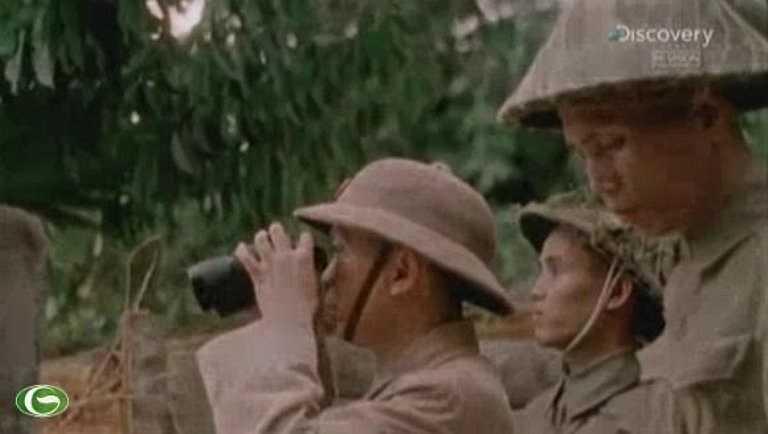 Đại tướng Võ Nguyên Giáp quan sát chiến trường