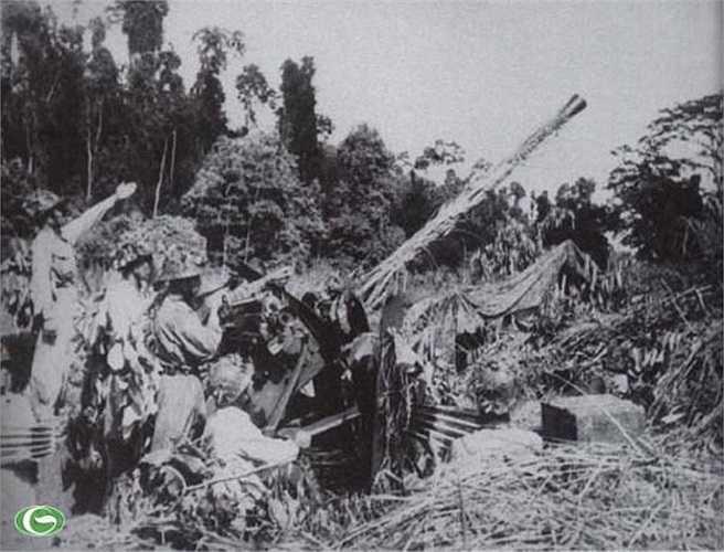 Pháo binh bộ đội ta tập trung hoả lực hướng về cứ điểm Điện Biên Phủ