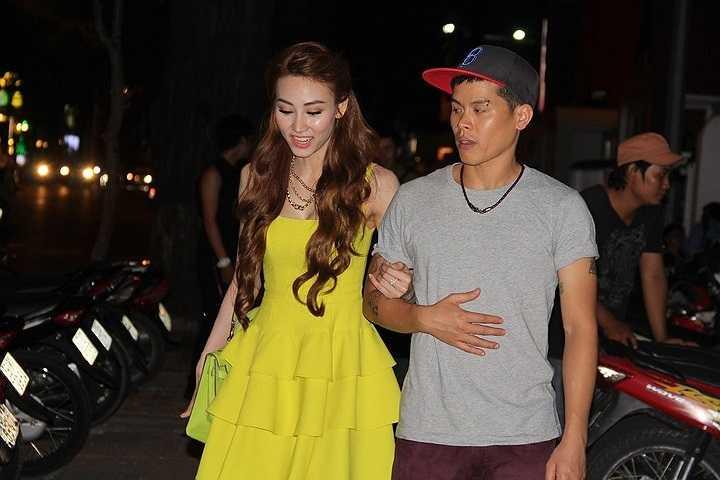 Nhưng sau cuộc thi, Ngân Khánh lại phải lao vào công việc ngay, vì cô đã được giao một trách nhiệm cao cả hơn là người sẽ thay vai của Diễm Hương trong phim truyền hình 'Mỹ nhân Sài thành'.