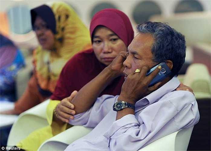 Tâm trạng thảm đạm của những người thân hành khách trên MH370