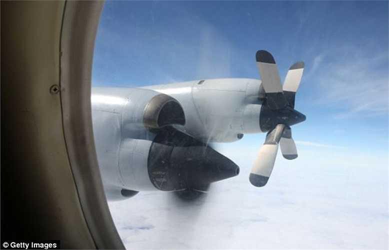 Máy bay của Không quân Hoàng gia Australia tìm kiếm trên Ấn Độ Dương