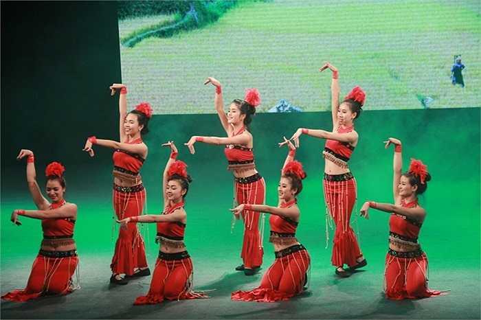 Tiết mục Cánh chim đại ngàn của CĐ Sư phạm Hà Nội được nghệ sĩ Lan Hương đánh giá rất cao.