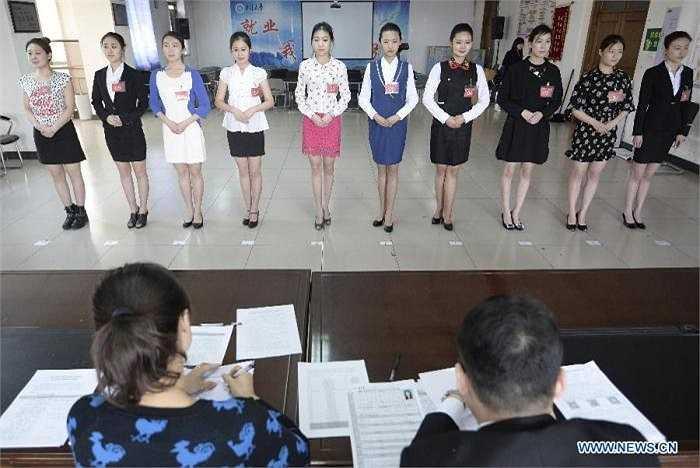 Hình ảnh các ứng viên tham dự cuộc phỏng vấn tại trường Đại học phía Bắc ở thành phố Thái Nguyên, thủ phủ của tỉnh Sơn Tây, Trung Quốc.