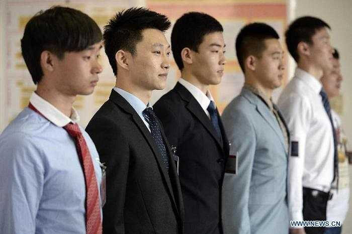 Nhiều nam sinh cũng tham gia thi tuyển