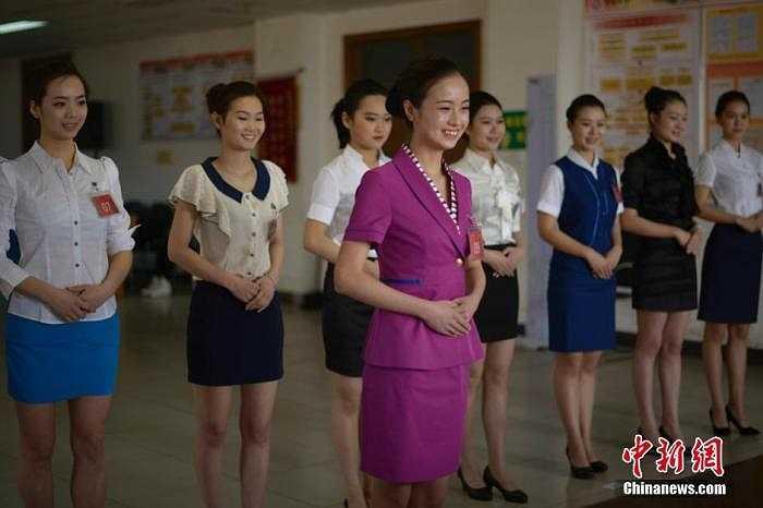 Nụ cười cũng là một yếu tố quyết định khả năng được tuyển chọn của các nữ sinh.