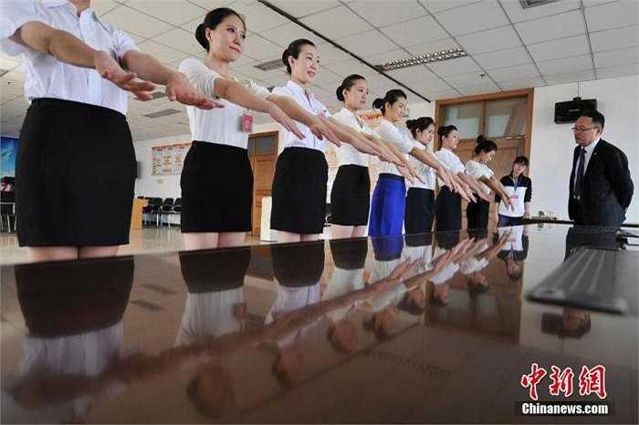 Được biết, mỗi năm hãng Hainan Airlines thường lên kế hoạch phỏng vấn hàng trăm sinh viên năm cuối tại các trường đại học.