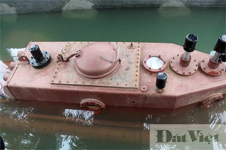 Trong khoảng thời gian gần 5 phút, con tàu đã chìm hoàn toàn xuống dưới nước, động cơ và chân vịt của tàu vẫn hoạt động bình thường.