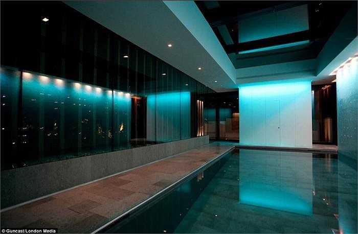 Người phát ngôn Guncast khẳng định, bể bơi biến hình được giới siêu giàu ở Anh, Pháp, Mỹ đặc biệt ưa chuộng và giá của chúng là 500.000 bảng Anh.