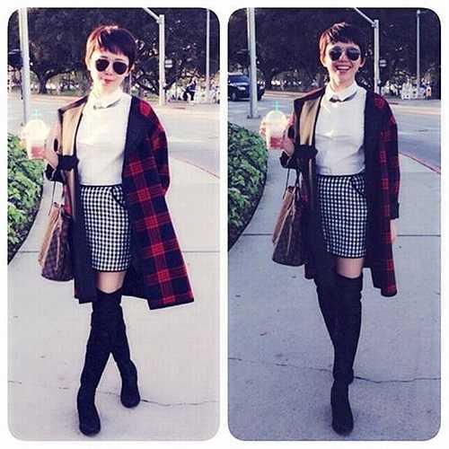 Áo khoác kẻ caro xinh xắn cũng nhanh chóng có trong tủ đồ của Tóc Tiên. Khác với Hà Hồ, cô nàng mix cùng chân váy caro ngắn và đôi bốt để mang lại vẻ nữ tính nhưng vẫn sành điệu.