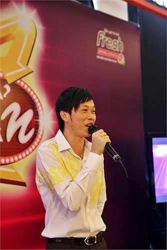 Mặc dù không còn trẻ, nhưng Hoài Linh vẫn rất biết cách làm mới mình trước người hâm mộ.