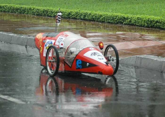 Trong phần thi xe tự chế, phần lớn các xe đều được thiết kế với thân kín giống xe hơi để giảm sức cản.