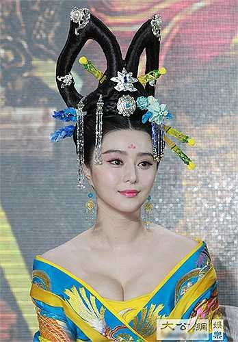 Ngay cả khi đóng cổ trang, tạo hình nhân vật Võ Tắc Thiên của Phạm Băng Băng cũng được đẩy cao vòng một hút mắt.
