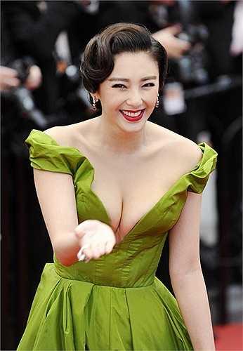 Cô bị coi là nhái phong cách của Phạm Băng Băng.