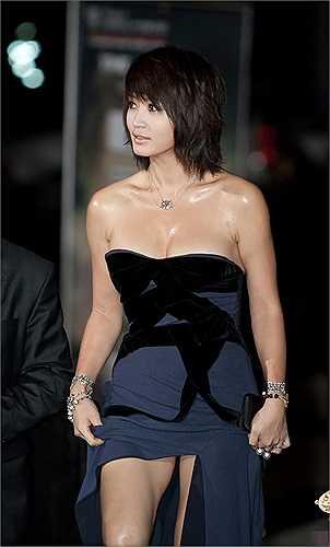 Nữ diễn viên đi lên từ bộ phim Thành thật với tình yêu ngày một gợi cảm hơn, phá cách hơn trong thời trang thảm đỏ.