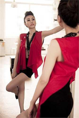 Ngân Khánh đã 'lột xác' hoàn hảo để trở thành một người đẹp quyến rũ.