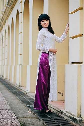 Thái Mỹ Linh thướt tha trong tà áo dài