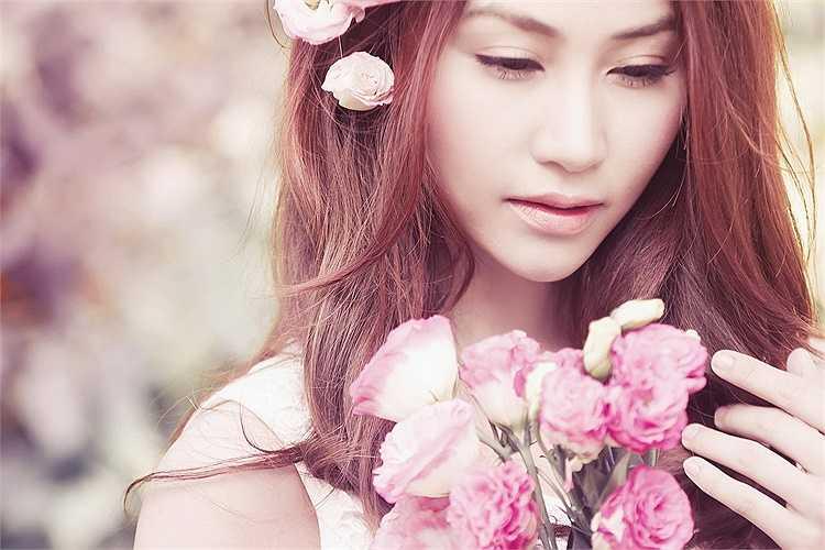Người được chọn thay Diễm Hương chính là Ngân Khánh, người đẹp vừa đăng quang Bước nhảy hoàn vũ.