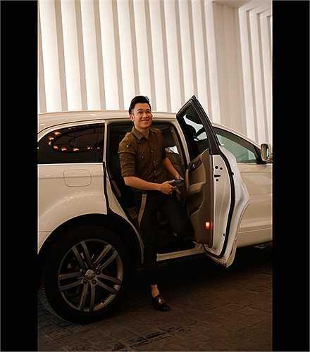 Trong một sự kiện tháng 10/2013, Dương Triệu Vũ cũng là khách mời tại buổi tiệc, anh đến bằng một chiếc xe màu trắng sang trọng.