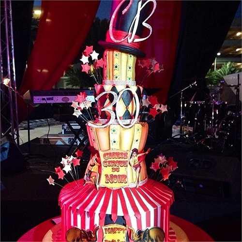 Bánh sinh nhật mang đậm màu sắc rạp xiếc vui nhộn của Chris Bosh.