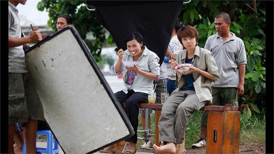 Minh Hằng, Phương Thanh trong 'vừa đi vừa khóc'.